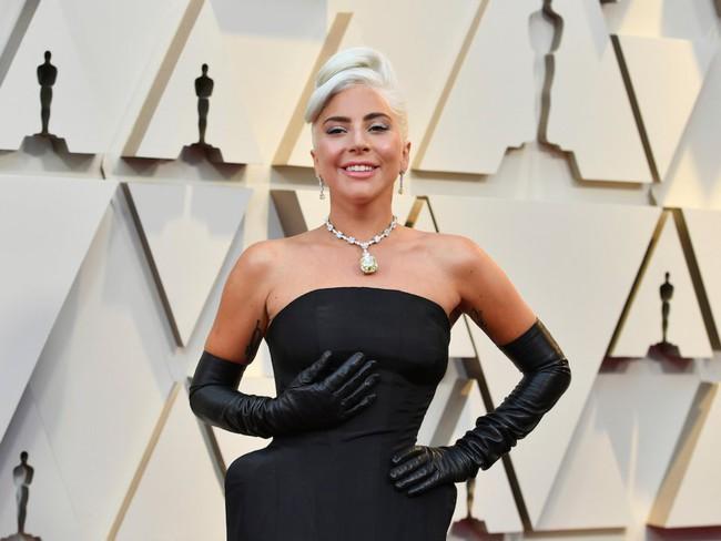 Không chặt chém hay quái dị như mọi lần, Lady Gaga gây sốt với dây chuyền kim cương nghìn tỷ mà huyền thoại Audrey Hepburn từng đeo - Ảnh 4.