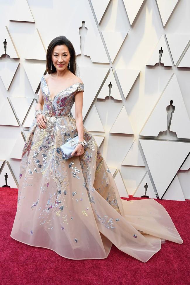 57 tuổi thì đã sao, Dương Tử Quỳnh vẫn dư sức lấn át đàn em với style thảm đỏ lúc nào cũng lộng lẫy như bà hoàng - Ảnh 2.
