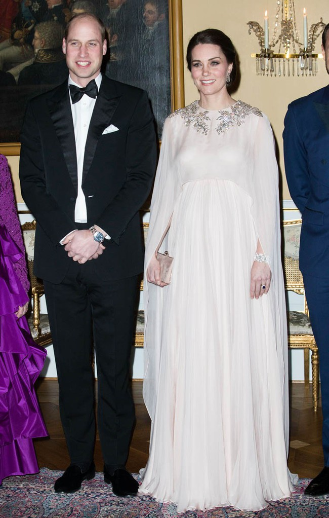 Meghan Markle bị tố bắt chước Kate Middleton nhưng lại nhận cái kết đắng với hình ảnh kém duyên - Ảnh 4.