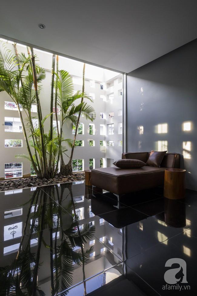Nhờ thiết kế 300 ô cửa sổ, ngôi nhà hướng Tây ở Nha Trang luôn ngập tràn ánh sáng và gió mát - Ảnh 16.