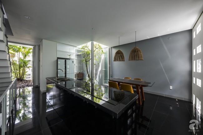 Nhờ thiết kế 300 ô cửa sổ, ngôi nhà hướng Tây ở Nha Trang luôn ngập tràn ánh sáng và gió mát - Ảnh 8.