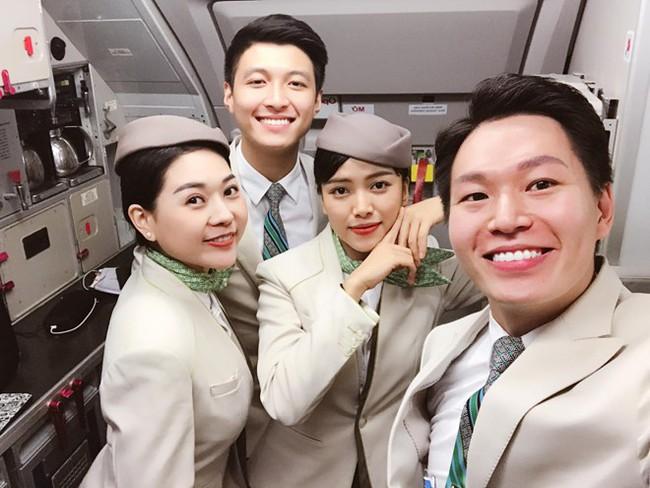 Nam tiếp viên hàng không đẹp trai như nam thần bất ngờ nổi tiếng sau bức ảnh bị hành khách chụp lén trên máy bay - Ảnh 4.