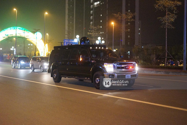 Tổng thống Mỹ Donald Trump xuống chuyên cơ, đang trên siêu xe quái thú vào trung tâm Hà Nội  - Ảnh 4.