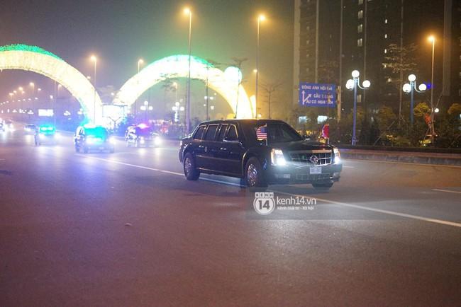 Tổng thống Mỹ Donald Trump xuống chuyên cơ, đang trên siêu xe quái thú vào trung tâm Hà Nội  - Ảnh 6.