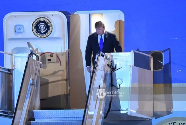 Tổng thống Mỹ Donald Trump xuống chuyên cơ, đang trên siêu xe quái thú vào trung tâm Hà Nội  - Ảnh 9.