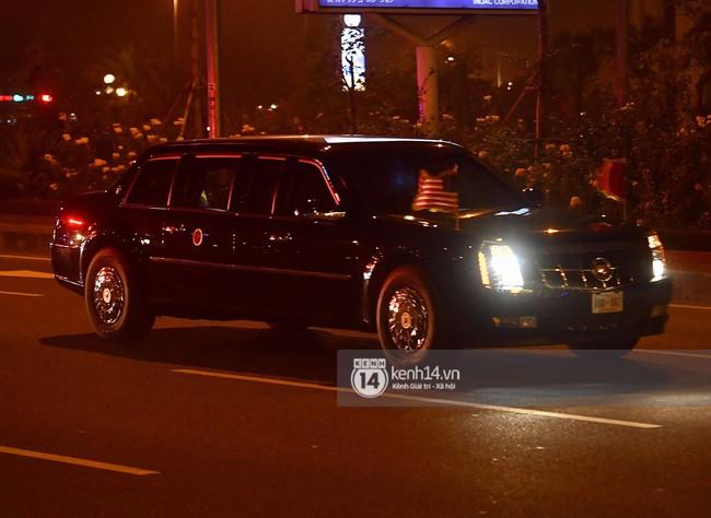 Tổng thống Mỹ Donald Trump xuống chuyên cơ, đang trên siêu xe quái thú vào trung tâm Hà Nội  - Ảnh 1.