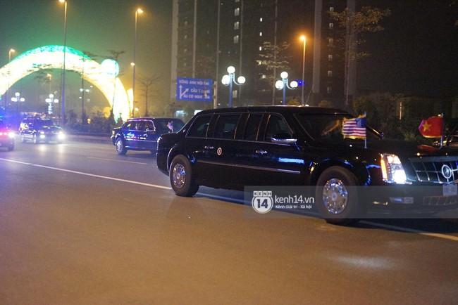 Tổng thống Mỹ Donald Trump xuống chuyên cơ, đang trên siêu xe quái thú vào trung tâm Hà Nội  - Ảnh 8.