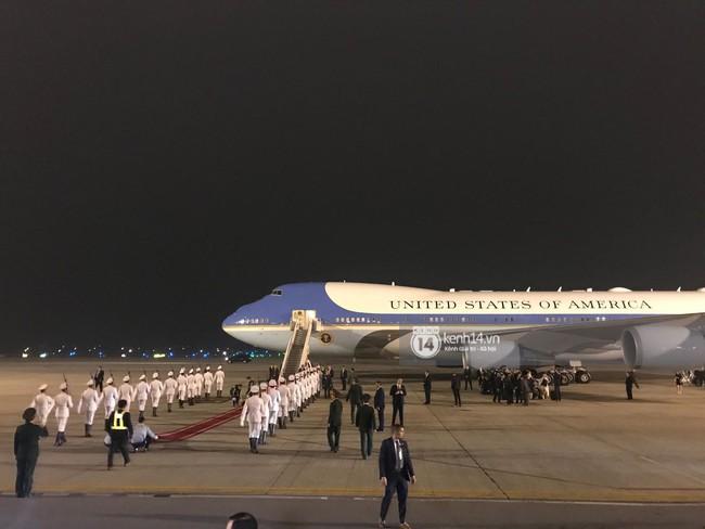 Tổng thống Mỹ Donald Trump xuống chuyên cơ, đang trên siêu xe quái thú vào trung tâm Hà Nội  - Ảnh 14.