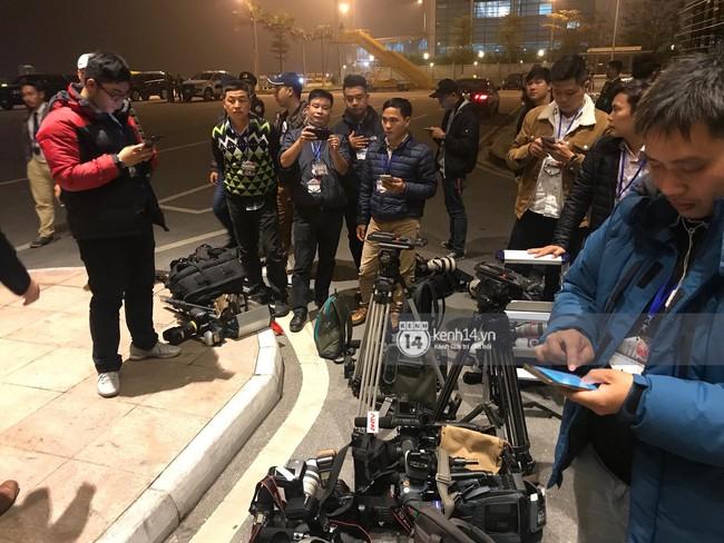 Tổng thống Mỹ Donald Trump xuống chuyên cơ, đang trên siêu xe quái thú vào trung tâm Hà Nội  - Ảnh 29.