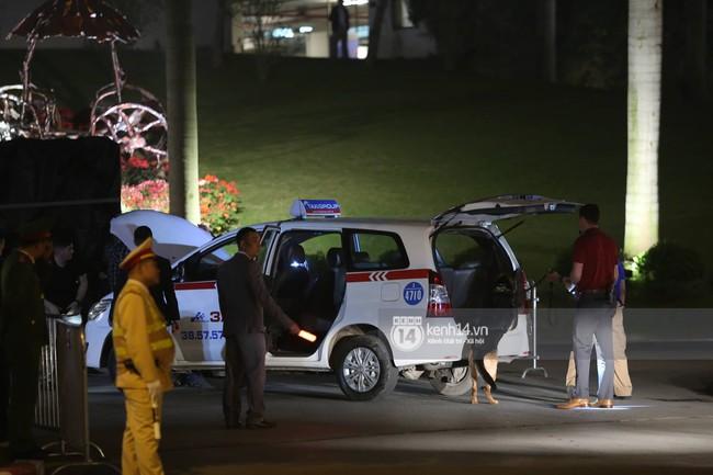 Tổng thống Mỹ Donald Trump xuống chuyên cơ, đang trên siêu xe quái thú vào trung tâm Hà Nội  - Ảnh 30.
