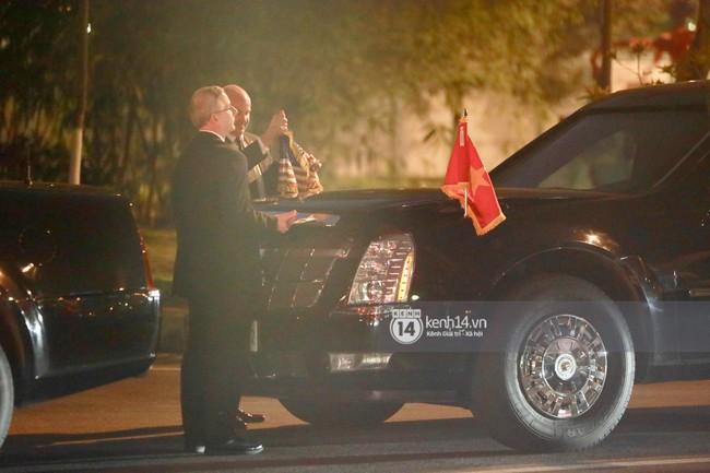 Tổng thống Mỹ Donald Trump xuống chuyên cơ, đang trên siêu xe quái thú vào trung tâm Hà Nội  - Ảnh 36.