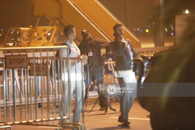 Tổng thống Mỹ Donald Trump xuống chuyên cơ, đang trên siêu xe quái thú vào trung tâm Hà Nội  - Ảnh 38.