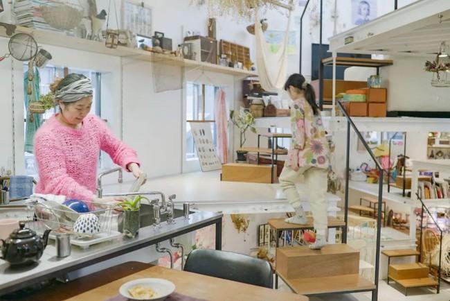 Ngôi nhà ngoại ô vô cùng đặc biệt vì không có cửa và phòng riêng ở Nhật Bản - Ảnh 15.