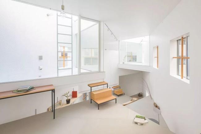 Ngôi nhà ngoại ô vô cùng đặc biệt vì không có cửa và phòng riêng ở Nhật Bản - Ảnh 5.