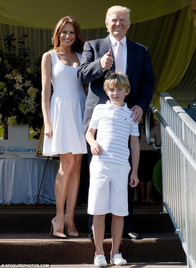 Cậu út nhà Trump - phiên bản nhí của Tổng thống Donald Trump: Vẻ ngoài sáng láng như tài tử, gu thời trang chỉn chu lịch lãm ngay từ khi còn nhỏ xíu - Ảnh 3.