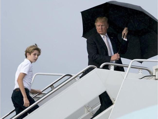 Cậu út nhà Trump - phiên bản nhí của Tổng thống Donald Trump: Vẻ ngoài sáng láng như tài tử, gu thời trang chỉn chu lịch lãm ngay từ khi còn nhỏ xíu - Ảnh 16.