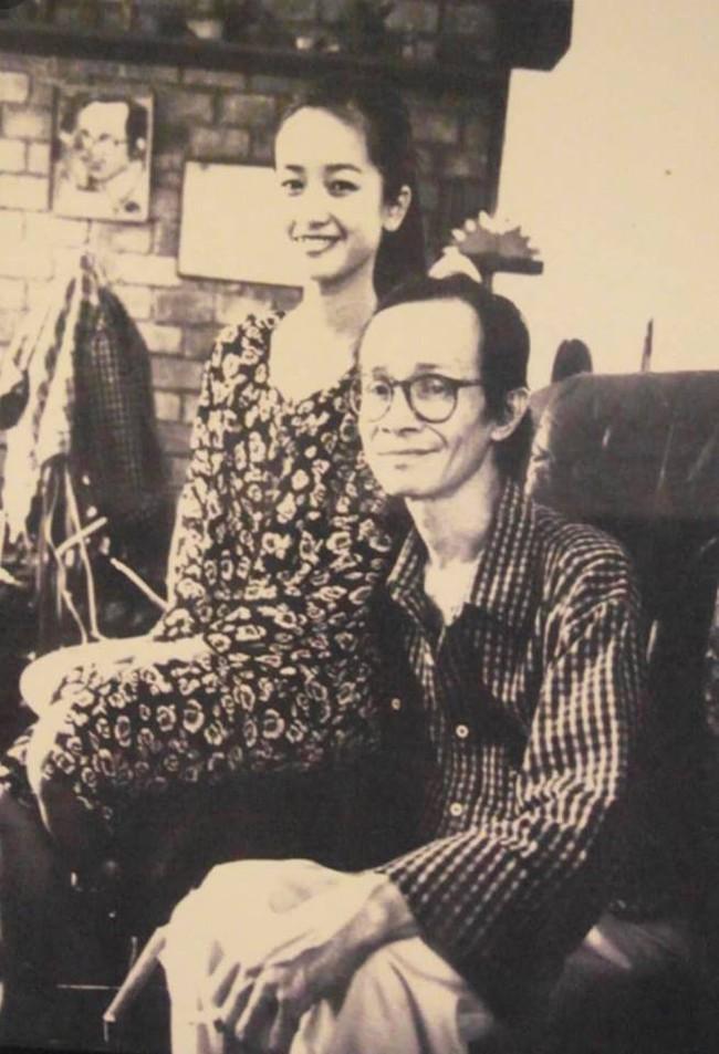 Hồng Nhung đăng ảnh thời 21 tuổi, tưởng nhớ Trịnh Công Sơn nhân kỉ niệm 80 năm ngày sinh cố nhạc sĩ - Ảnh 1.