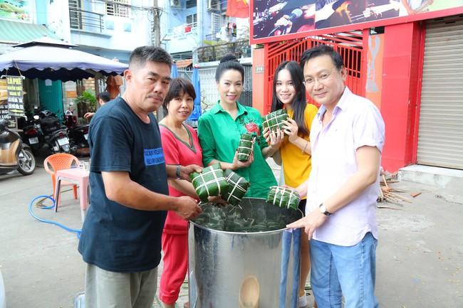 Gia đình Á hậu Trịnh Kim Chi quây quần gói bánh chưng ngày Tết - Ảnh 6.