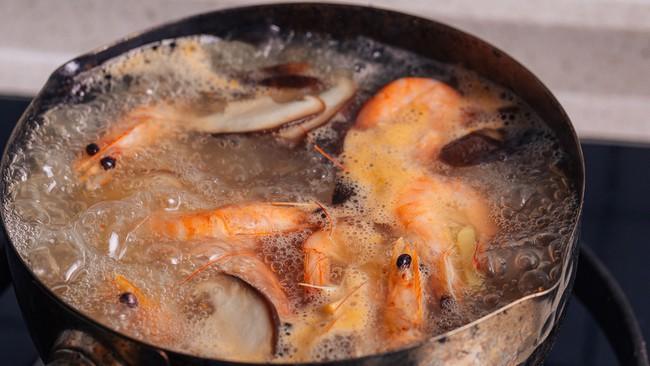 Bữa sáng cuối năm với món bún hải sản ngon mà không ngán - Ảnh 3.