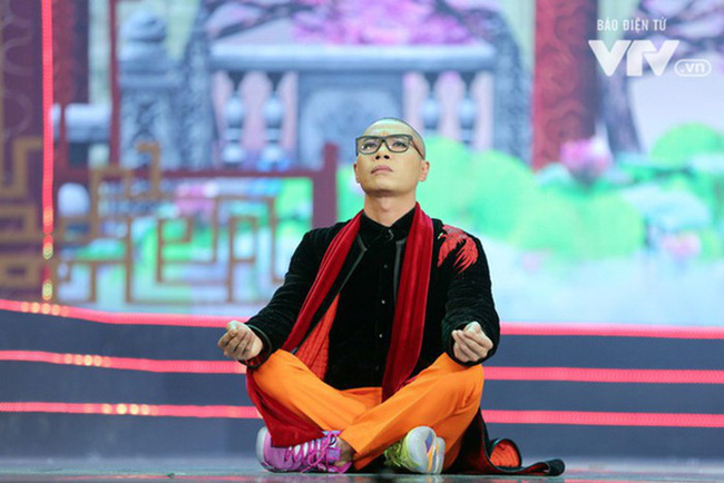 Anh Hoàng, chị Đẩu năm nay tự nhiên chơi trội, mặc hẳn áo hoodie và sneaker hầm hố - Ảnh 5.