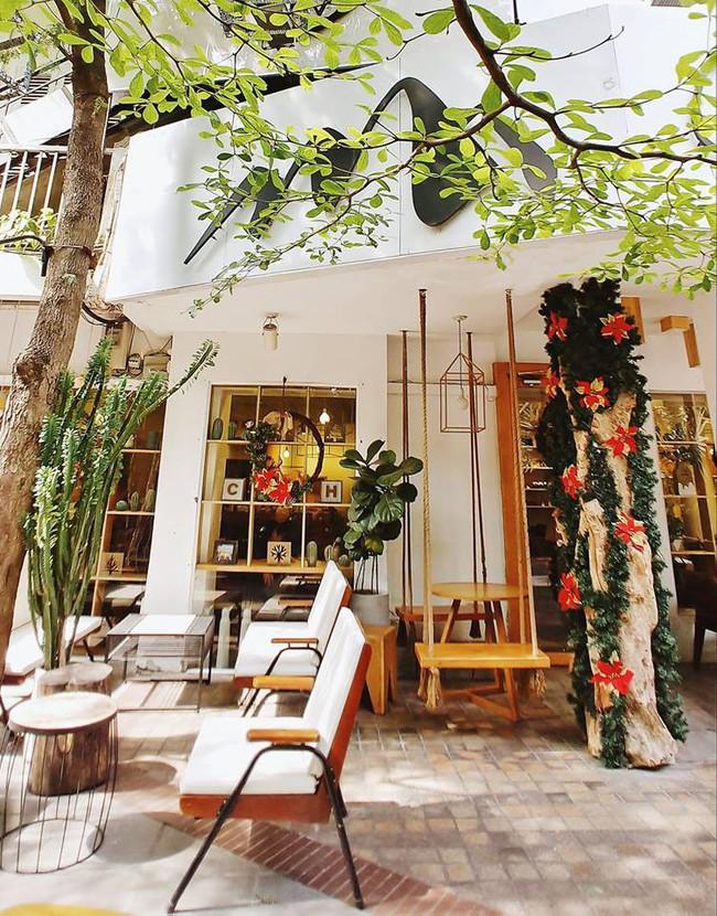 Muốn đi cafe, trà sữa từ mùng 1, đây là danh sách quán mở xuyên Tết cần ghim ở Sài Gòn - Ảnh 1.