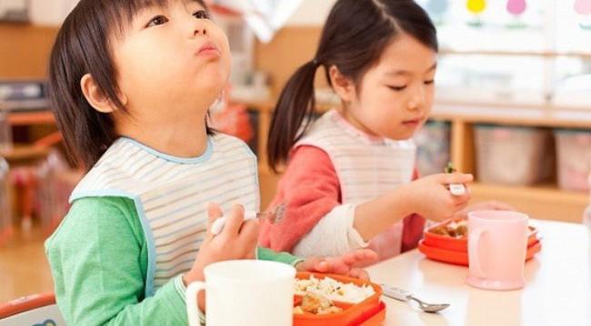 Lời khuyên cực hữu ích cho các mẹ để con luôn ăn uống lành mạnh ngay cả trong dịp Tết ngập ngụa bánh kẹo - Ảnh 4.