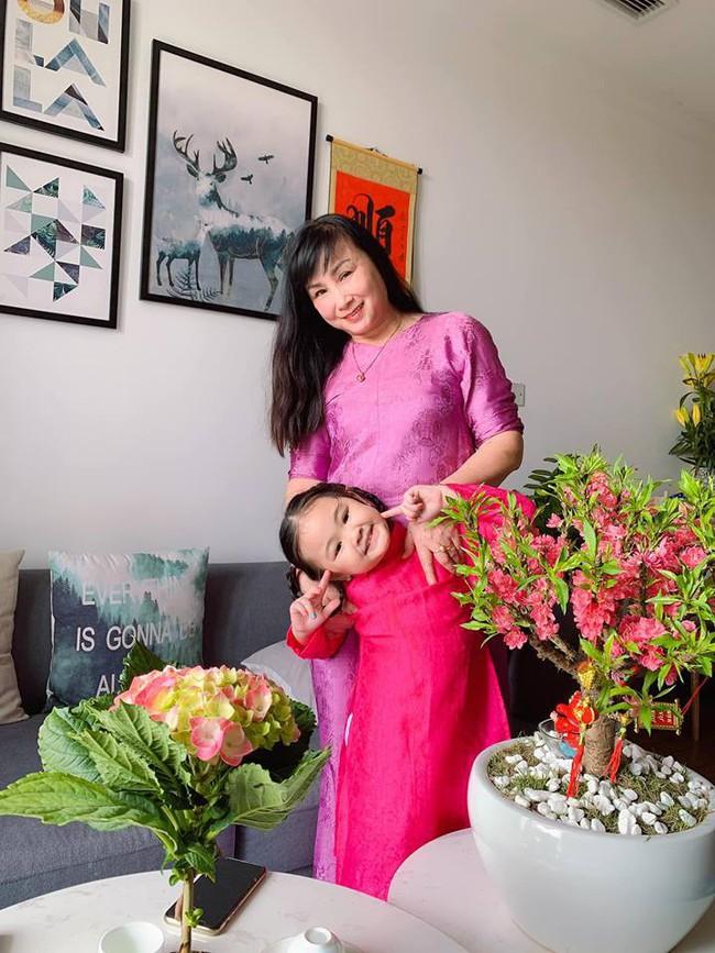 Nào có thua người lớn, nhóc tỳ nhà sao Việt xúng xính diện áo dài, nổi nhất là mẹ con Thu Thảo và Hà Anh - Ảnh 6.