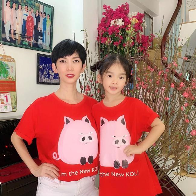Nào có thua người lớn, nhóc tỳ nhà sao Việt xúng xính diện áo dài, nổi nhất là mẹ con Thu Thảo và Hà Anh - Ảnh 13.