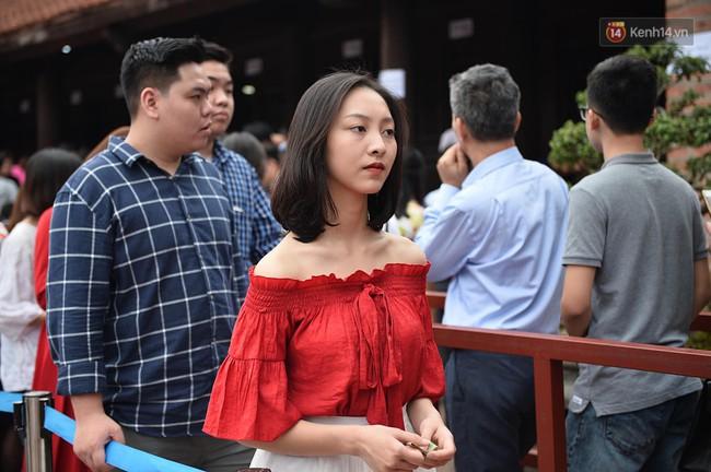 Hà Nội: Người dân đội nắng đi xin chữ đầu năm tại Văn Miếu - Ảnh 11.