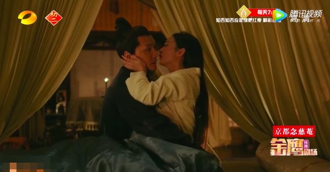 Sau bao ngày xa cách, Phùng Thiệu Phong - Triệu Lệ Dĩnh vừa gặp lại đã ôm hôn đắm đuối trên giường  - Ảnh 6.
