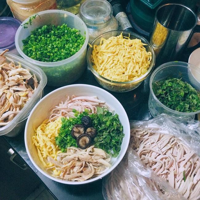 Bún thang - món ăn có nguồn gốc từ cỗ thừa ngày Tết chứa đựng sự tinh tế, cầu kỳ của người Hà Nội - Ảnh 1.