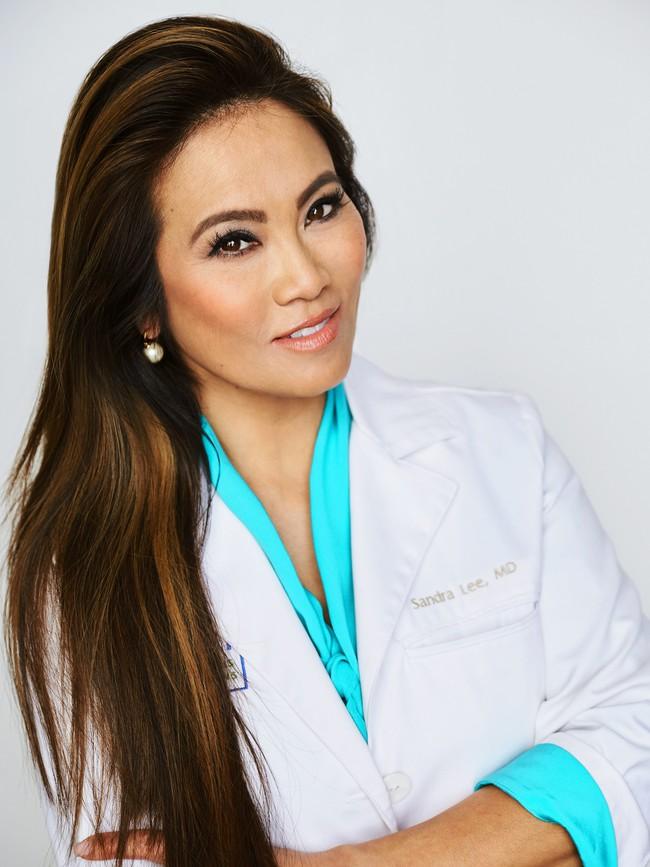 Cao thủ nặn mụn Dr. Pimple Popper khuyên chỉ cần dùng 5 sản phẩm này thì da có muốn nổi mụn cũng khó - Ảnh 1.