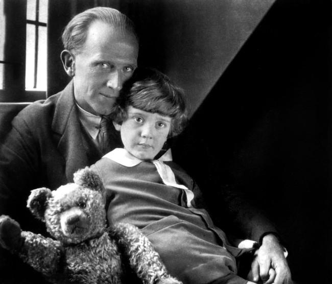 Câu chuyện buồn về nguyên bản đời thực của Winnie The Pooh: Cậu bé Christopher bị bố lợi dụng, mẹ từ mặt - Ảnh 3.