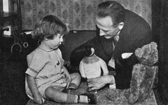 Câu chuyện buồn về nguyên bản đời thực của Winnie The Pooh: Cậu bé Christopher bị bố lợi dụng, mẹ từ mặt - Ảnh 4.
