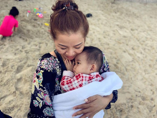Khánh Thi khoe mẹ ruột U70 nhưng vóc dáng vẫn điệu đà, diện bikini khoe thân hình đầy tự tin bên con cháu - Ảnh 7.