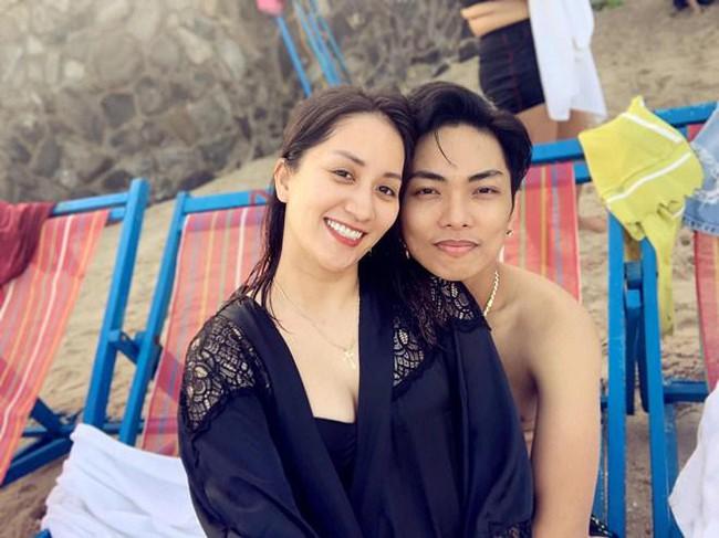 Khánh Thi khoe mẹ ruột U70 nhưng vóc dáng vẫn điệu đà, diện bikini khoe thân hình đầy tự tin bên con cháu - Ảnh 4.