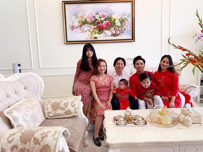 Khánh Thi khoe mẹ ruột U70 nhưng vóc dáng vẫn điệu đà, diện bikini khoe thân hình đầy tự tin bên con cháu - Ảnh 11.