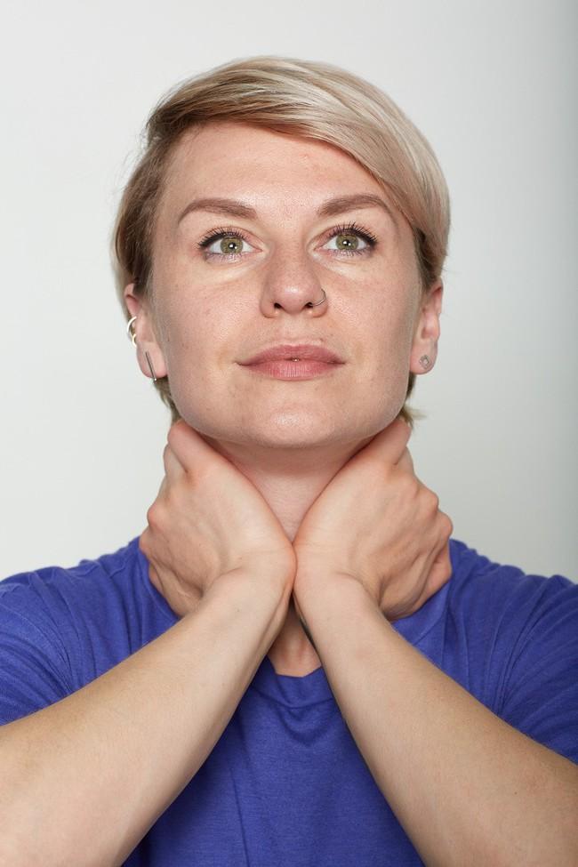 10 bài tập trên khuôn mặt có thể làm cho bạn có chiếc mũi trông duyên dáng hơn, đôi môi trông căng hơn - Ảnh 10.