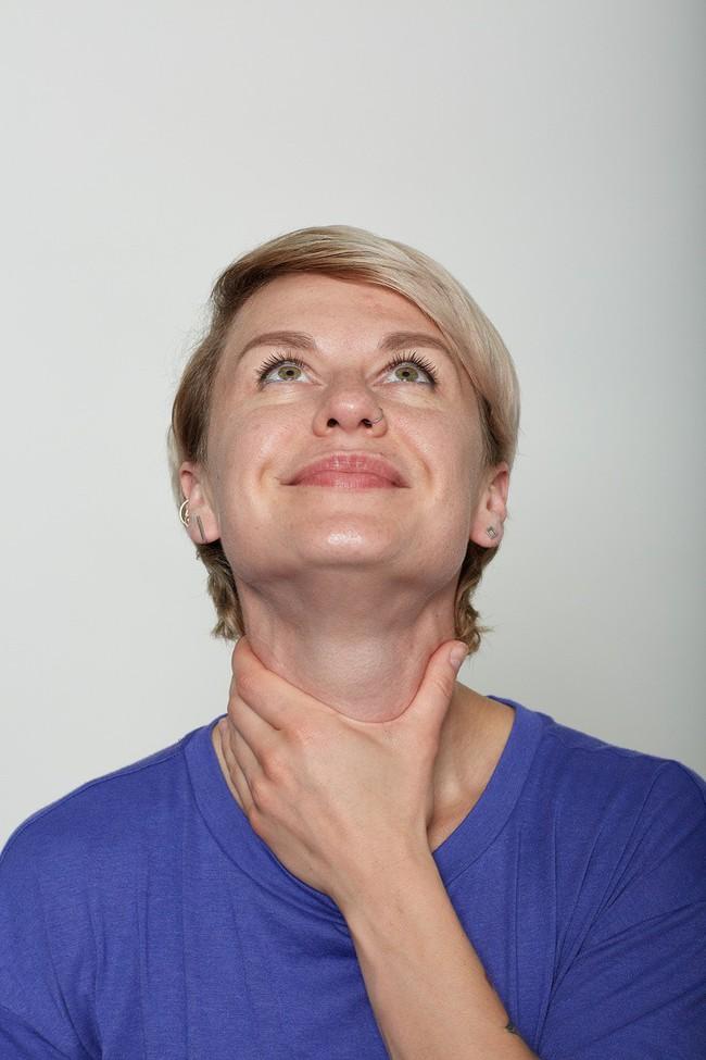 10 bài tập trên khuôn mặt có thể làm cho bạn có chiếc mũi trông duyên dáng hơn, đôi môi trông căng hơn - Ảnh 12.