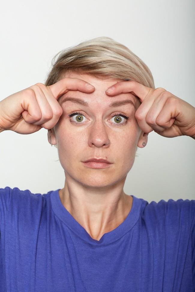 10 bài tập trên khuôn mặt có thể làm cho bạn có chiếc mũi trông duyên dáng hơn, đôi môi trông căng hơn - Ảnh 5.