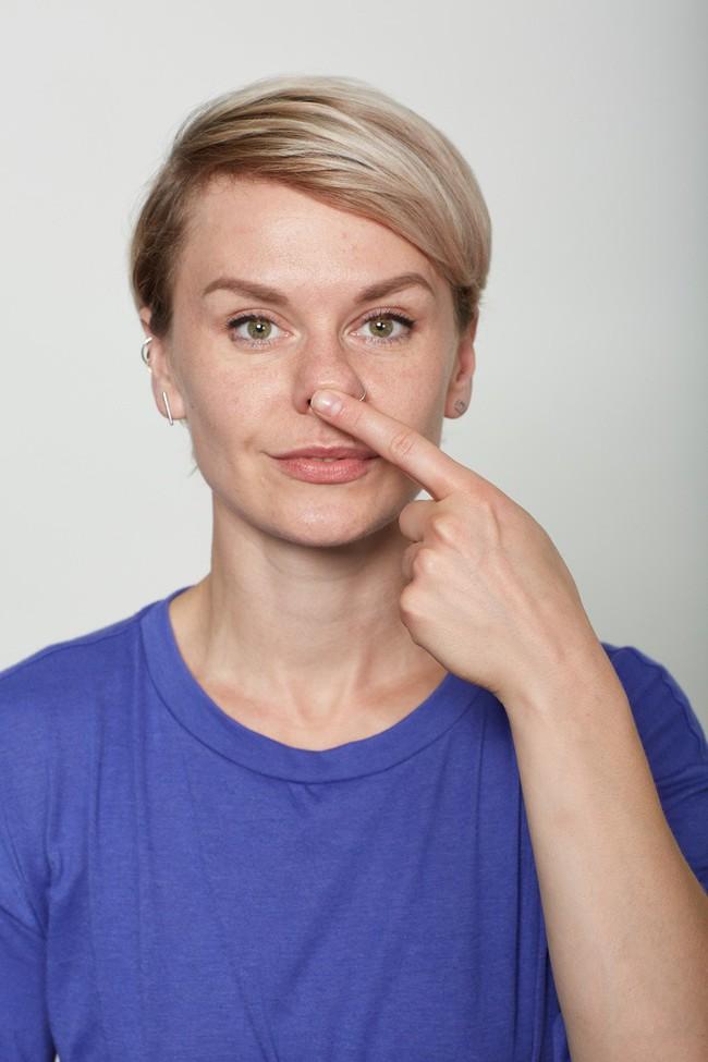 10 bài tập trên khuôn mặt có thể làm cho bạn có chiếc mũi trông duyên dáng hơn, đôi môi trông căng hơn - Ảnh 7.