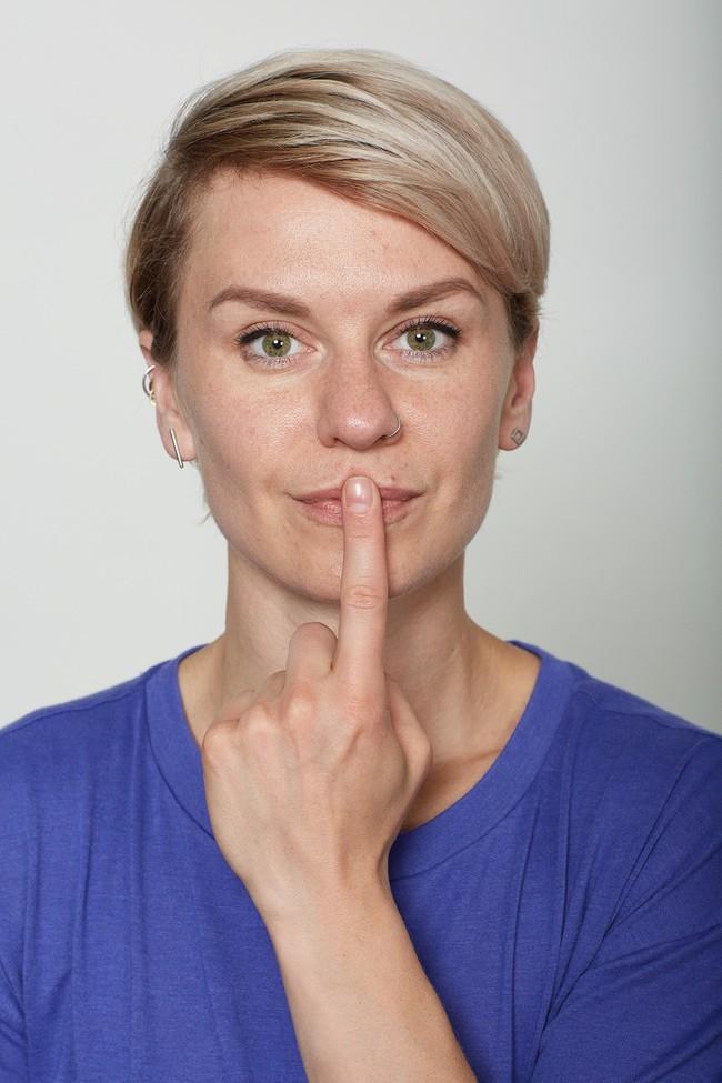 10 bài tập trên khuôn mặt có thể làm cho bạn có chiếc mũi trông duyên dáng hơn, đôi môi trông căng hơn - Ảnh 8.