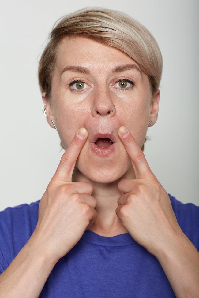 10 bài tập trên khuôn mặt có thể làm cho bạn có chiếc mũi trông duyên dáng hơn, đôi môi trông căng hơn - Ảnh 9.