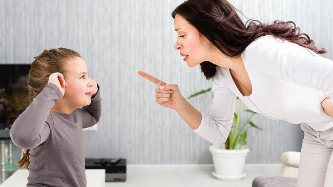Dù con nhỏ có bướng bỉnh hay không nghe lời thế nào thì các mẹ hãy cứ áp dụng ngay mẹo sau là sẽ giữ được sự bình tĩnh, không còn la hét, gắt gỏng - Ảnh 2.