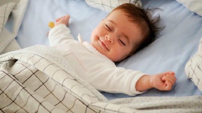 Luyện ngủ cho con mãi không thành, mẹ trẻ loay hoay tìm nguyên nhân và bất ngờ với 9 lí do này - Ảnh 2.
