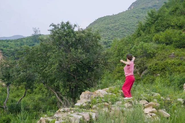 Chàng trai mua lại trang trại cũ và biến thành thiên đường với cây xanh và mái ấm cho bố mẹ dưỡng già - Ảnh 26.