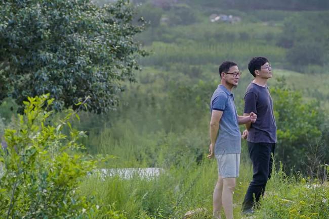 Chàng trai mua lại trang trại cũ và biến thành thiên đường với cây xanh và mái ấm cho bố mẹ dưỡng già - Ảnh 22.
