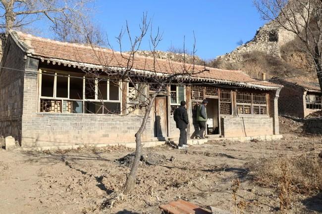 Chàng trai mua lại trang trại cũ và biến thành thiên đường với cây xanh và mái ấm cho bố mẹ dưỡng già - Ảnh 21.