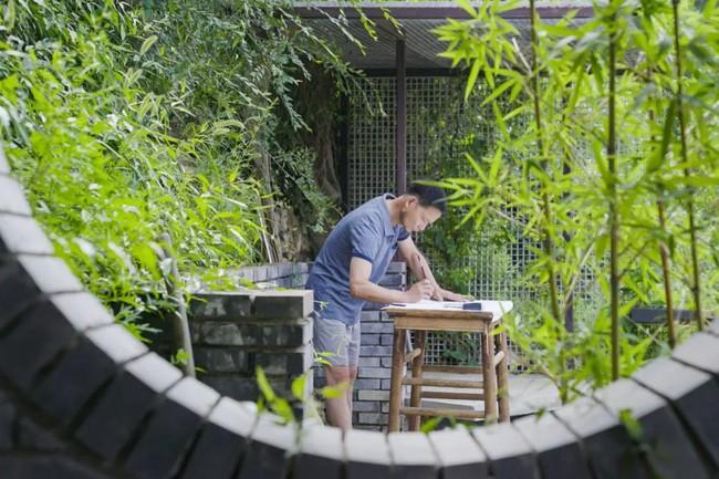 Chàng trai mua lại trang trại cũ và biến thành thiên đường với cây xanh và mái ấm cho bố mẹ dưỡng già - Ảnh 20.