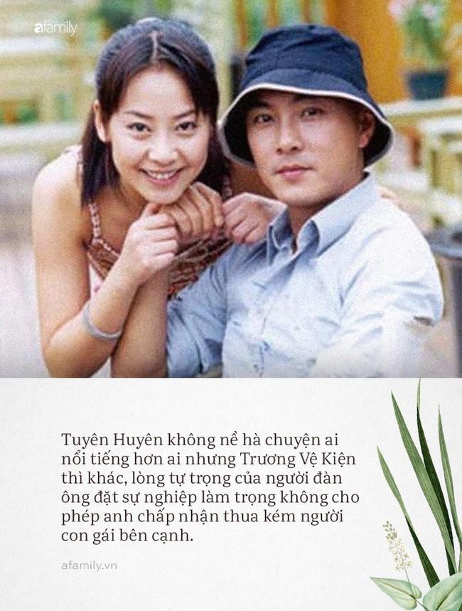 Trương Vệ Kiện và Tuyên Huyên: Tình yêu không vượt qua lòng tự trọng của đàn ông, chàng hạnh phúc bước tiếp, nàng cô đơn lẻ bóng tuổi xế chiều - Ảnh 4.